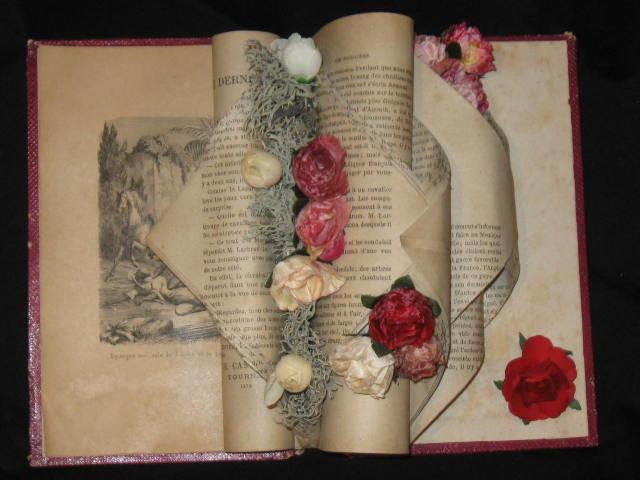 Pliage de livre fleuri
