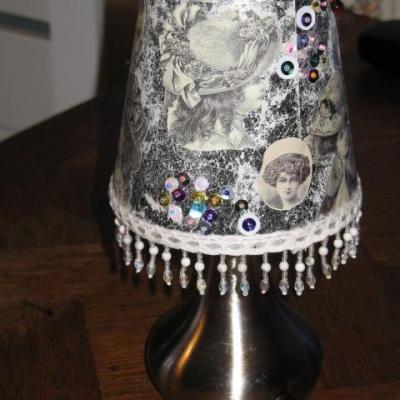 Petite lampe décor années 20